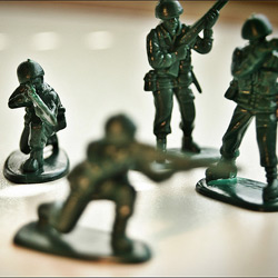 green plastic army men